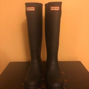 Black matte hunter boots